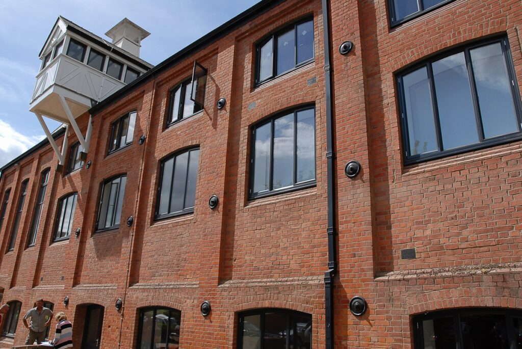 AluK curved head aluminium replacement commercial double glazed windows